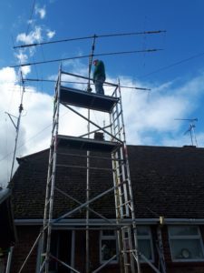 Photo of M0IEO fixing antenna